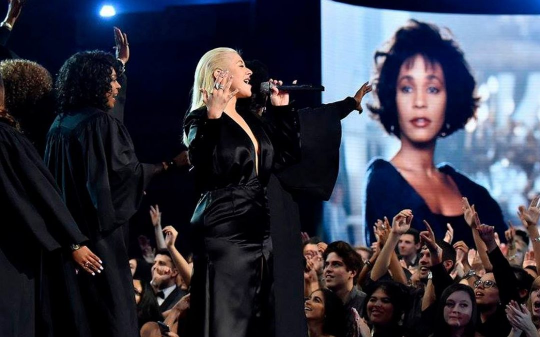 Christina Aguilera homenajeó a Whitney Houston
