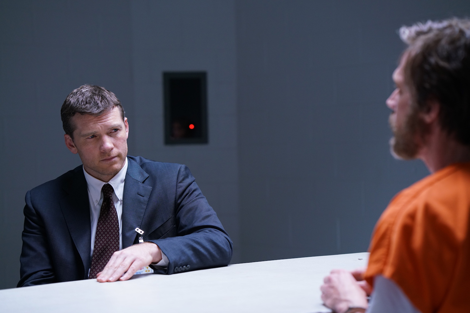 Sam Worthington as Jim Fitzgerald and Paul Bettany as Ted Kaczynski. Manhunt: Unabomber episode 102.