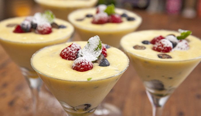 GCBC7_Ep42_White-Chocolate-and-Passionfruit-Mousse-700x404