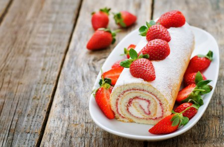 depositphotos_64404065-stock-photo-cake-roll-with-strawberries-and