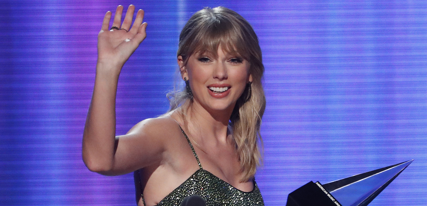 "2019 American Music Awards - Show - Los Angeles, California, U.S., November 24, 2019 - Taylor Swift accepts the the Favorite Album Pop/Rock award for ""Lover."" REUTERS/Mario Anzuoni"