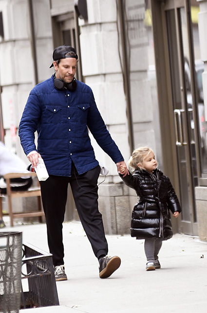 **USE CHILD PIXELATED IMAGES IF YOUR TERRITORY REQUIRES IT** Bradley Cooper takes his daughter  Lea to the Gym to do some boxing work out in New York City this morning. Cooper was seen taking some boxing classes and doing some work out and left with his daughter walking. Pictured: Bradley Cooper,Lea Shayk Cooper Ref: SPL5132007 271119 NON-EXCLUSIVE Picture by: Elder Ordonez / SplashNews.com Splash News and Pictures Los Angeles: 310-821-2666 New York: 212-619-2666 London: +44 (0)20 7644 7656 Berlin: +49 175 3764 166 photodesk@splashnews.com World Rights, No Portugal Rights