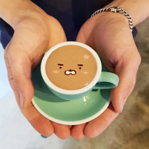 Artistic-barista-from-korea-who-draws-art-on-coffee-5912bed1b7e50__700-300x300